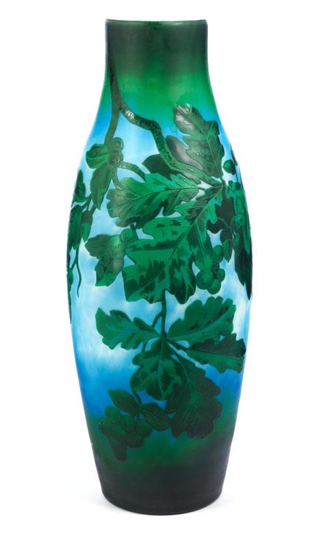 Seltene Vase mit Eichenlaub
