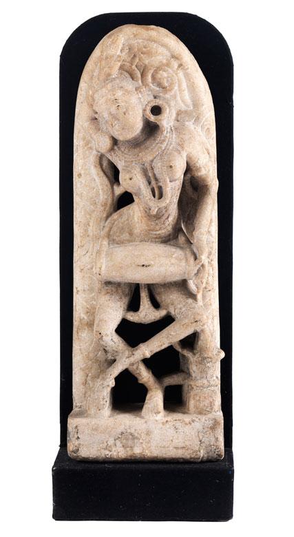 Indische Steinfigur einer Tempeltänzerin