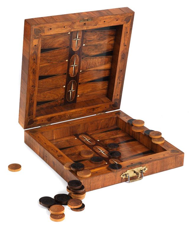 Große furnierte Schach- und Mühlespielkassette