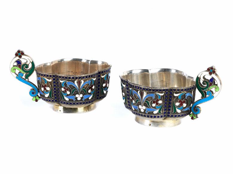 Ein Paar Cloissonné-Tassen