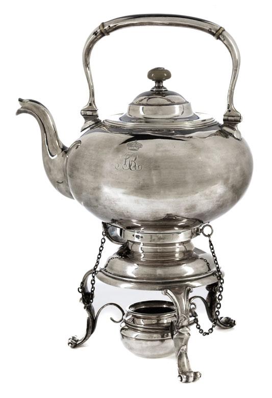 Russischer Tee- und Wasserkessel mit zugehörigem Rechaud