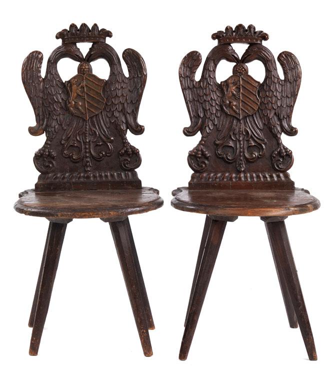 Paar Brettstühle mit bekröntem Doppelkopfadler