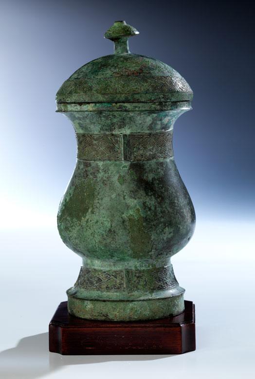 """Archaisches Bronzegefäß """"Zhi"""" mit Deckel"""