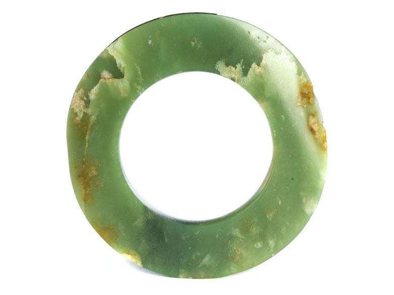 Neolithischer Jade-Ring