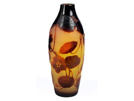 D'Argental-Vase mit Kapuzinerkresse