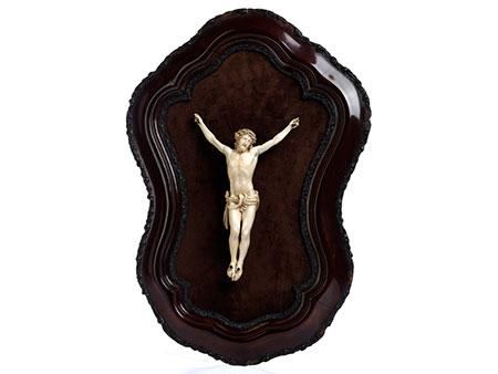 Corpus Christi-Schnitzfigur in Elfenbein