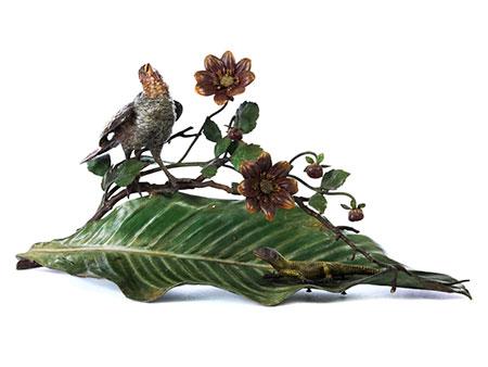 Große Wiener Bronze mit Vogel, Eidechse, Blatt und Blütenzweig