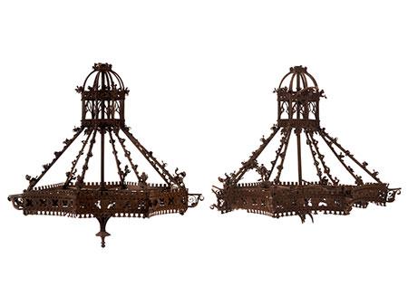 Paar neogotische Radleuchter