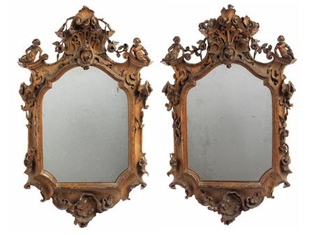 Paar äußerst fein und qualitätvoll geschnitzte Rokoko-Spiegelrahmen
