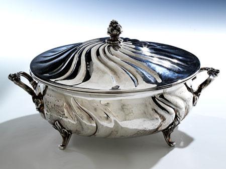 Silberne runde Deckelschüssel