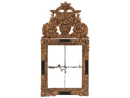 Seltener Barock-Spiegel mit üppiger Bekrönung