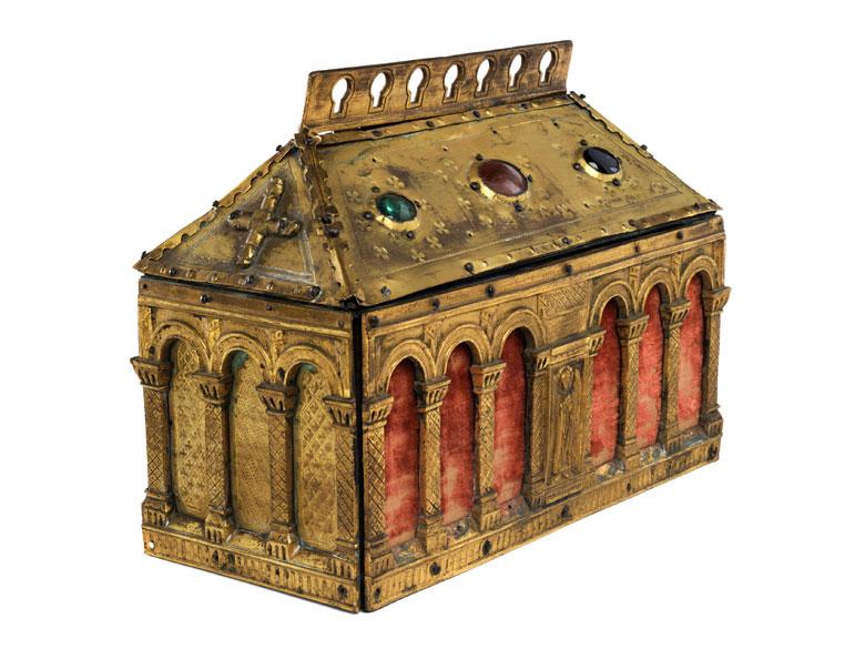 Kästchen im romanischen Stil
