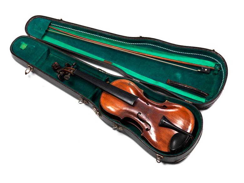 Alte Violine mit Löwenkopfschnecke