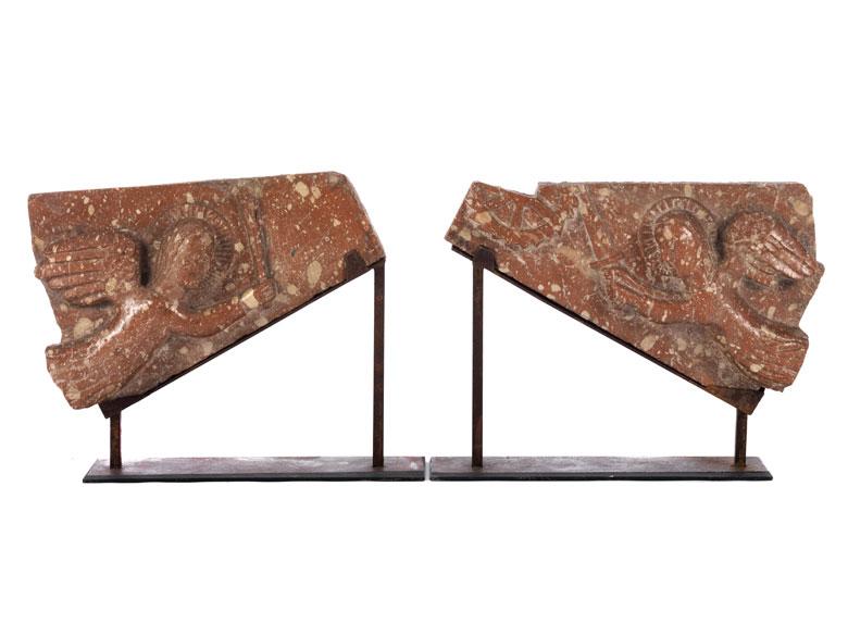 Paar bedeutende romanische Hochrelieffiguren