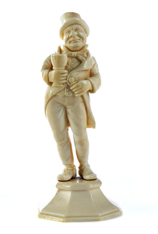 Elfenbeinfigur eines wohlbeleibten Herren