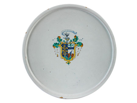 Majolika-Alzata mit Wappen