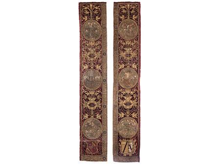 Paar museale Stickereien eines Bischofsmantelstückes