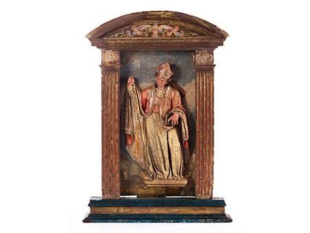Spanischer Aediculaaufsatz eines Altars mit Schnitzfigur eines Heiligen Bischofs