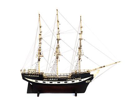 Schiffsmodell eines Dreimaster-Segelschiffs