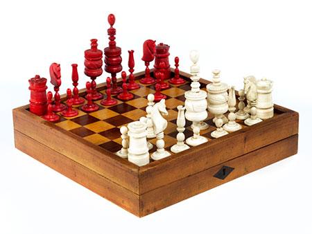 Schachfiguren im Brettspielkasten