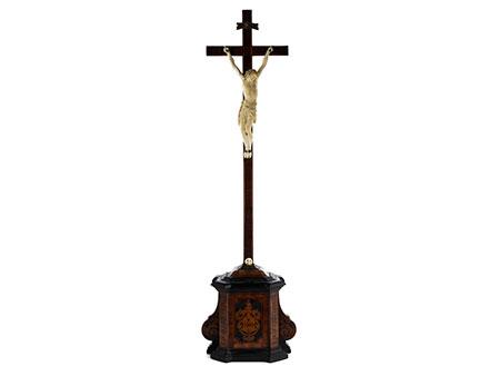 Qualitätvolles Holzkreuz mit Corpus Christi in Elfenbein