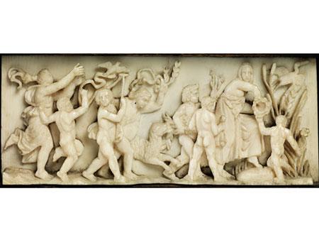Elfenbeinschnitzrelief eines Bacchanten-Triumphzugs
