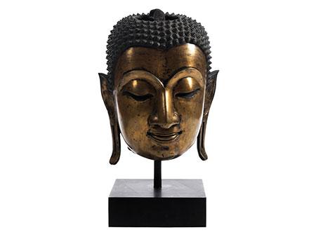 Monumentaler Buddha-Kopf