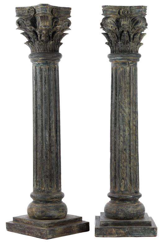 Paar dekorative Holzsäulen