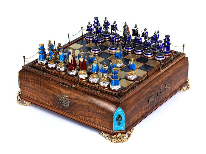 Prächtiges russisches Schachbrettspiel mit emaillierten Silberfiguren