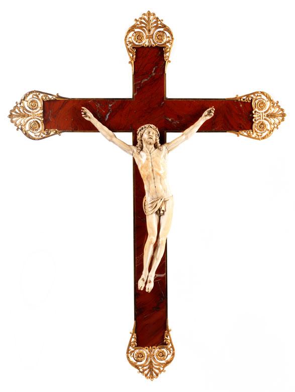 Elfenbein-Corpus Christi auf einem Kreuz in Jaspis mit vergoldeter Bronzeeinfassung