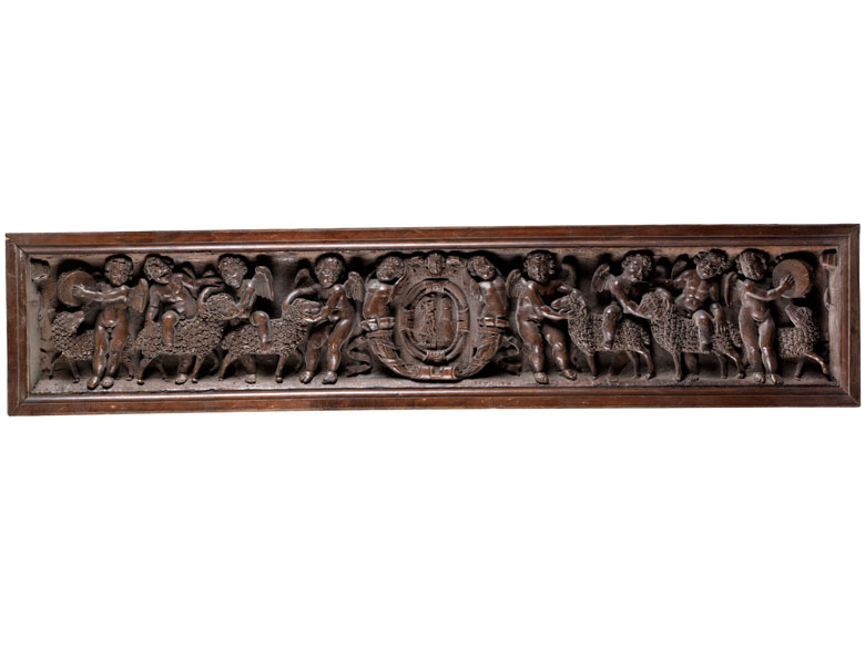 Relief mit Wappen und Puttendekor