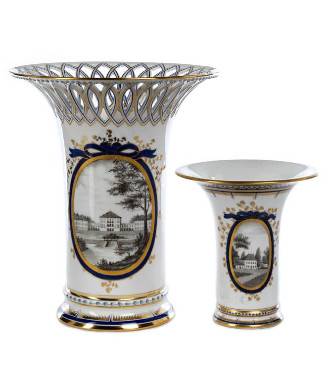 Zwei Vasen aus dem Perlservice