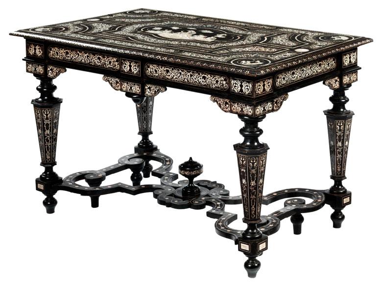 Tisch mit reichen Elfenbeinintarsien