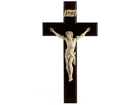 Holzkruzifix mit Corpus Christi in Elfenbein