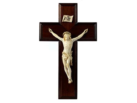 Holzkreuz mit Corpus Christi