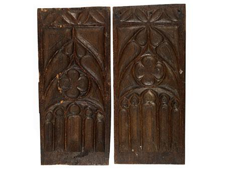 Paar gotische Maßwerkschnitztafeln