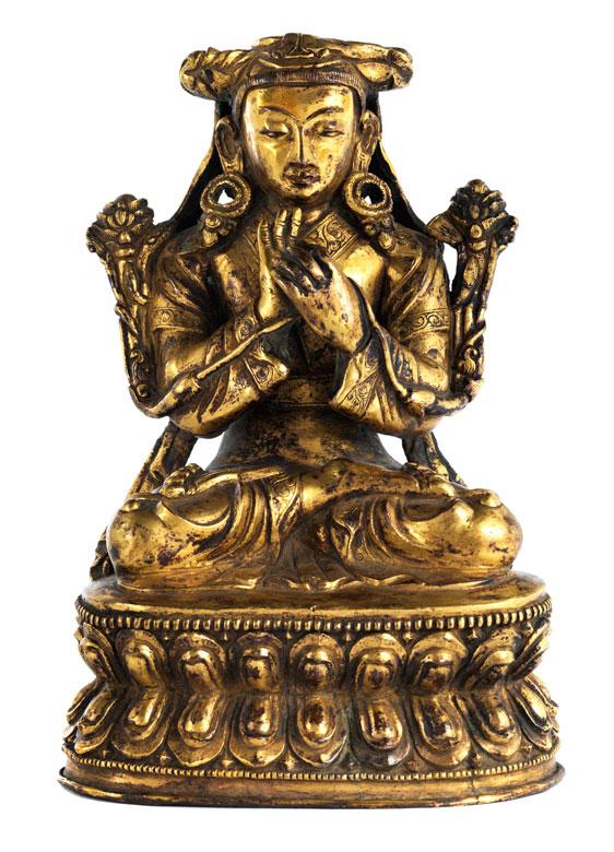 † Bronzefigur einer sitzenden weiblichen Gottheit