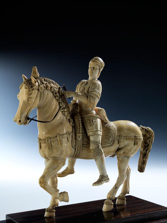 Elfenbein-Schnitzfigur Bartolomeo Colleoni (um 1400 - 1475) zu Pferde