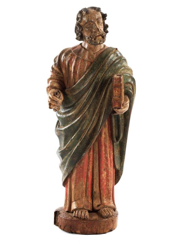 Spätgotische Schnitzfigur eines Heiligen mit Buch, wohl Sankt Petrus