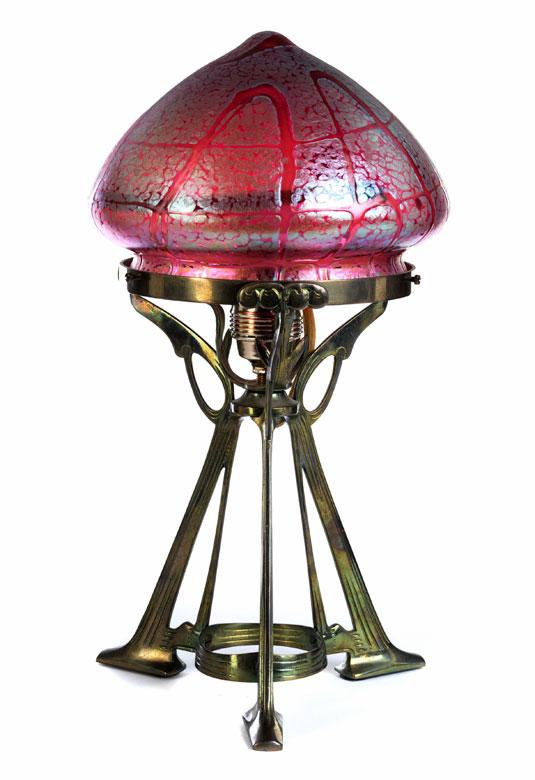 Jugendstil-Tischlampe mit roséfarbenem Schirm