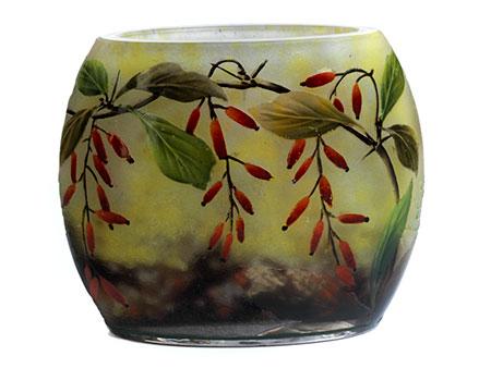 Kleine Glasvase mit Berberitzendekor von Daum