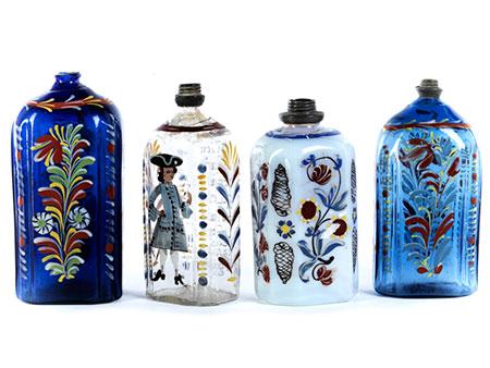 Vier Schnapsflaschen