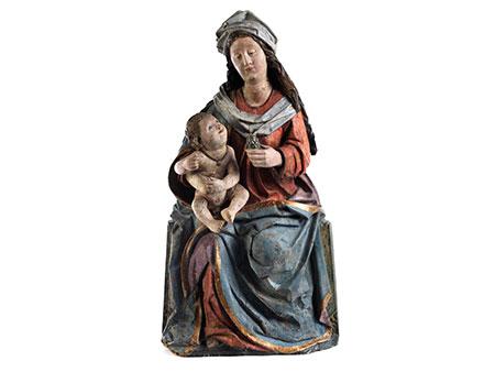 Schnitzfigur einer thronenden Madonna mit dem Kind