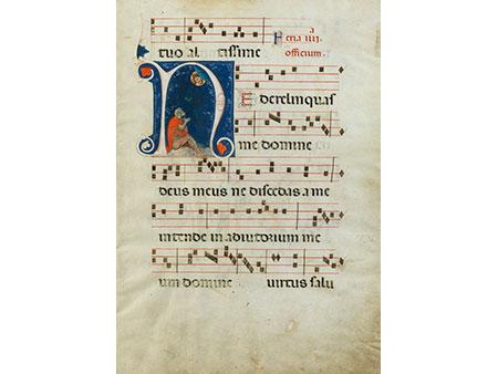 Seite eines Antiphonars mit Buchmalerei in der großen Iniziale