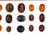 Details: Schaukasten mit einer Sammlung von 39 ovalen Gemmen