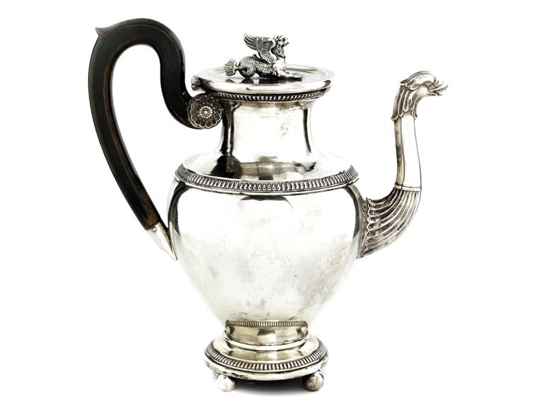 Silberne Empire-Kaffeekanne