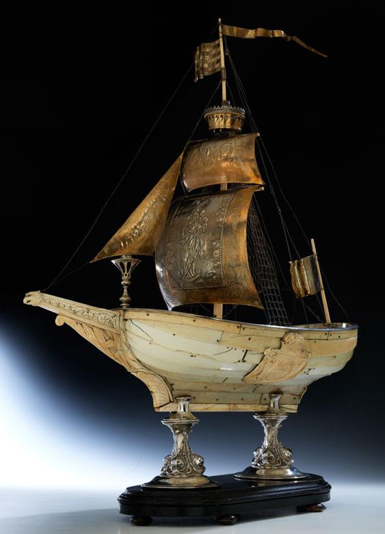 Großes Elfenbeinschiff