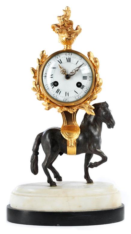 Kleine Pendule mit Pferdedekor