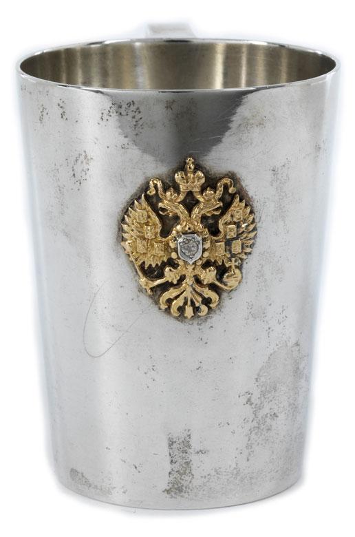 Kleiner Henkelbecher in Silber