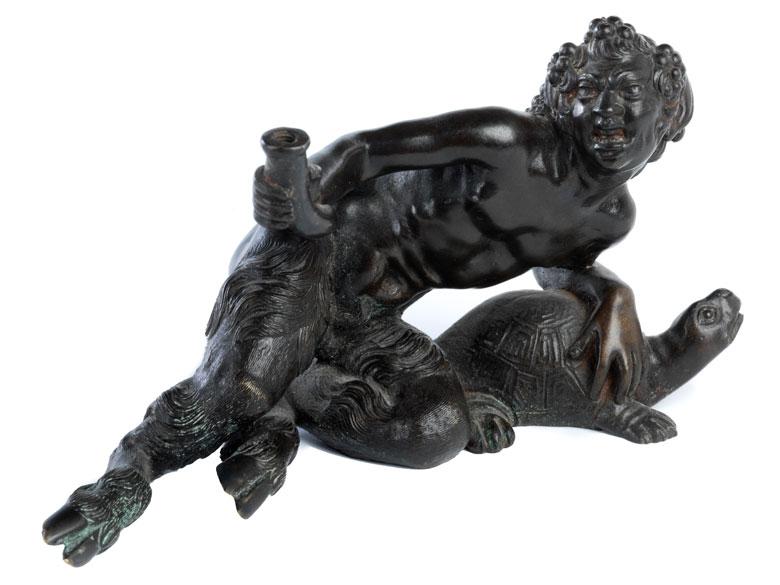Bronzefigur eines liegenden Pan